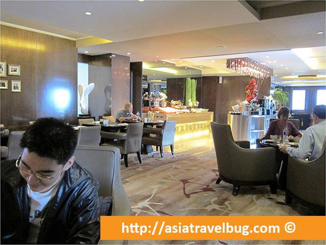Executive Lounge Dining Area - Grand Mercure Shanghai