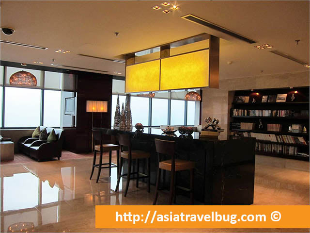Executive Lounge at Renaissance Shanghai Zhongshan Park Hotel - Second Level