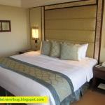 The Room: Shangri-la Mactan Deluxe Sea View Room (Refurbished)