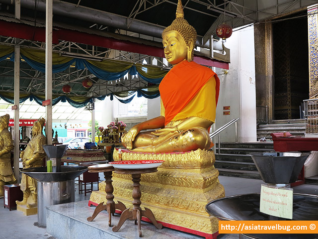 Bangkok travel - temples remain to be open for tourists