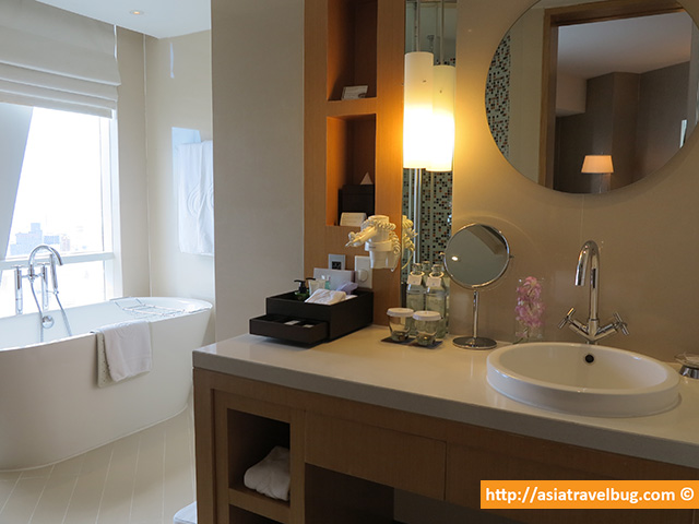 Massive Bathroom | Executive Suite | Centara Grand at Central World Hotel
