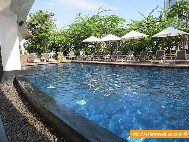 Centara Grand at Central World Pool