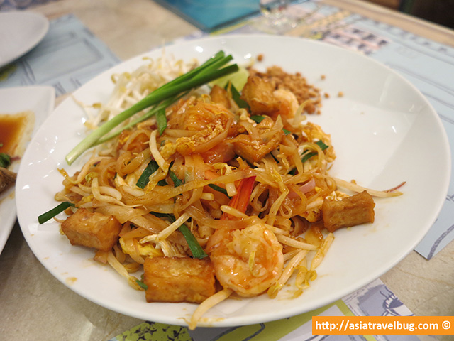 Yummy Pad Thai from Coffee Beans Cafe by Dao, Siam Paragon   A Bangkok Travel MUST