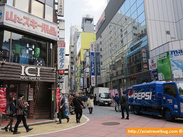 Shinjuku Back Street Alleys Don't Have Street Signs