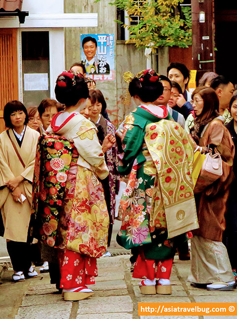 gion kyoto tourists in maiko costume