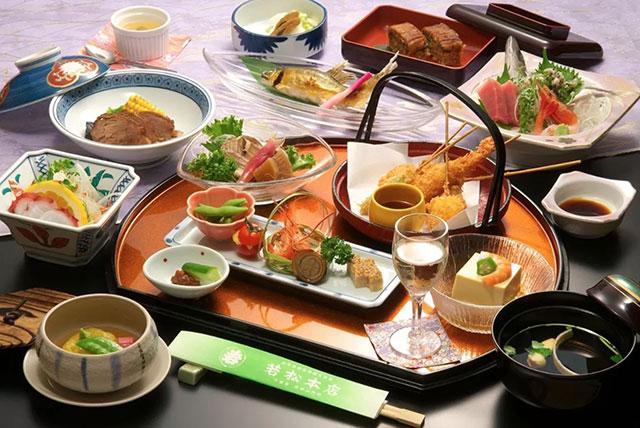 Kaiseki Dinner at Wakamatsu Honten Ryokan Near Tokyo