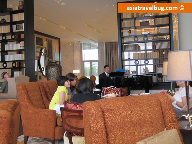 Just Like Manila Peninsula, Thereu0027s Live Music Played By The Pianist During The  Afternoon Tea But Just In A More Cozy Setting. Part 72